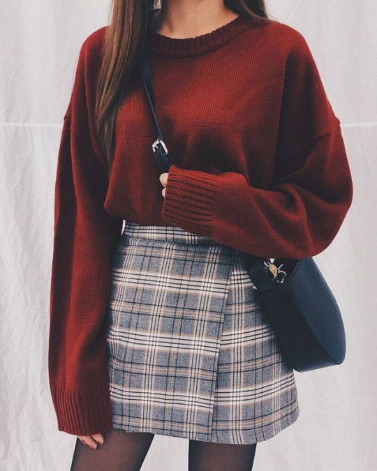 Short skirt is fashionable, sexy, and can show the perfect body of beauty