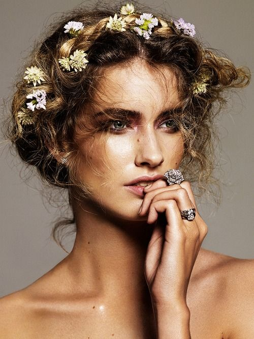 weaving hairstyles with flowers will look more perfect and more individual