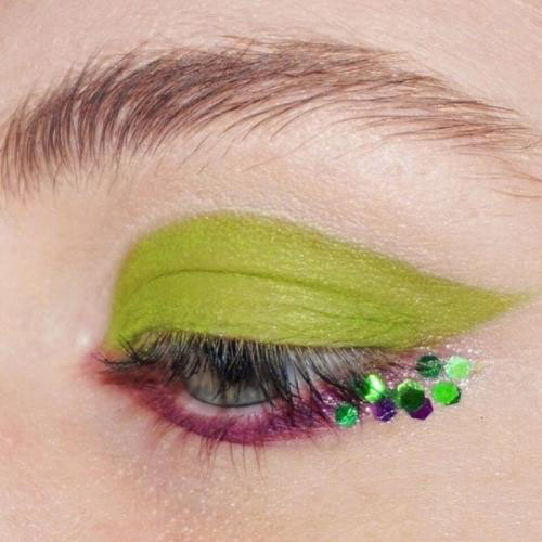 Eye Makeup ;  Colorful ; Bright Makeup ; Crazy Makeup ; Eyeshadows ; Avant Garde ; Peacocks ; Sparkle ; Inspiration;  Beautiful