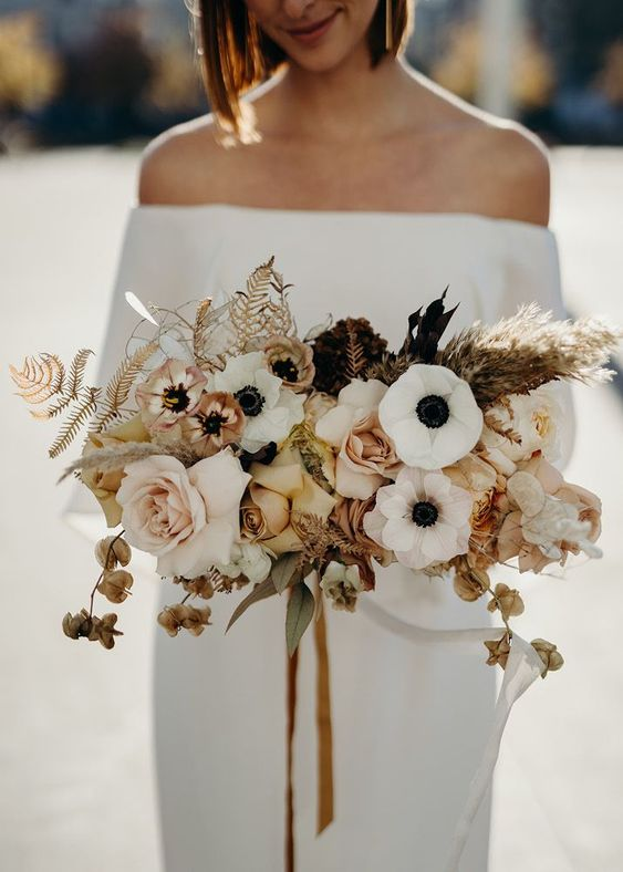 Bouquet; Bride; Wedding; Bridal Jewelry; Flowers, Creative Bouquets; Fresh Bouquets